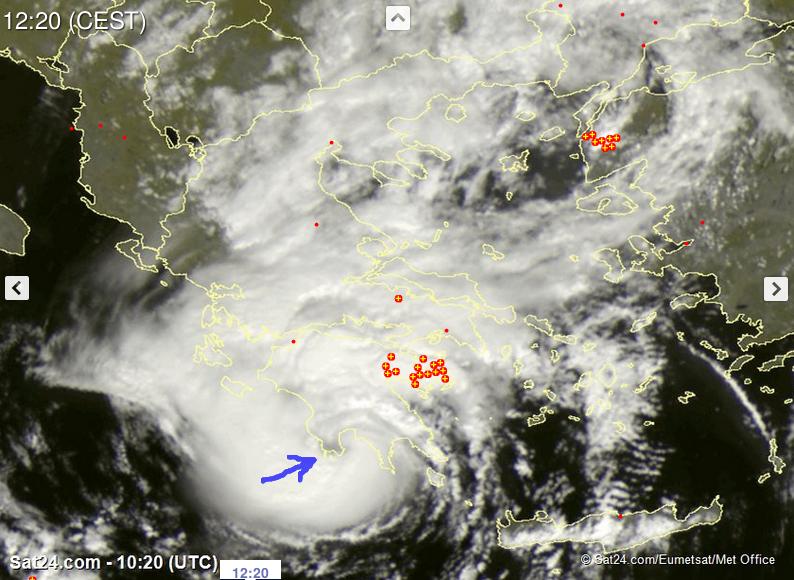 Satelitska snimka ciklona u trenutku izlaska na obalu